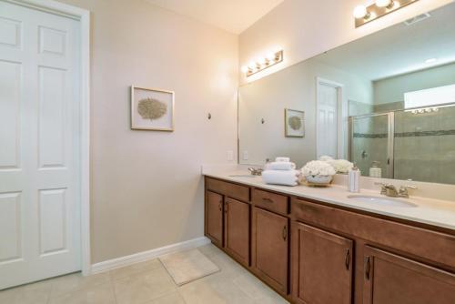 Amazing 6 Bedroom 5 Bathroom Solara Resort Villa Villa - image 10