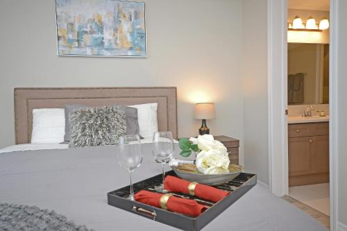 . Royal Stays Townhome Collection - 3 Bedroom Townhome in Oakville