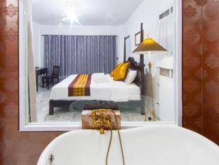 Deluxe Double Room with RoundTrip Transfer