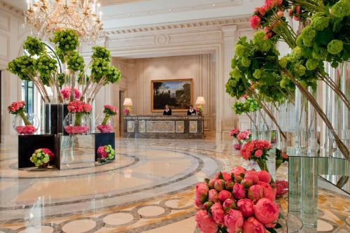 Four Seasons Hotel George V Paris photo 2
