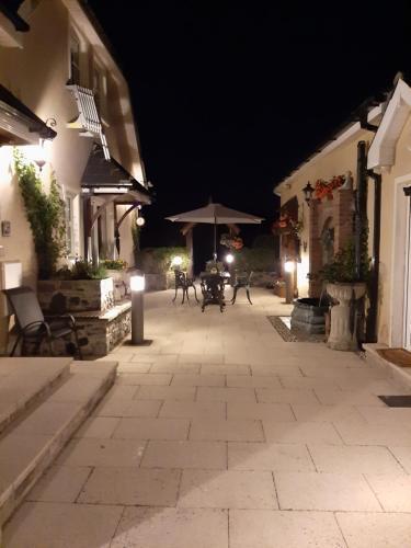 __{offers.Best_flights}__ Riverside Lodge