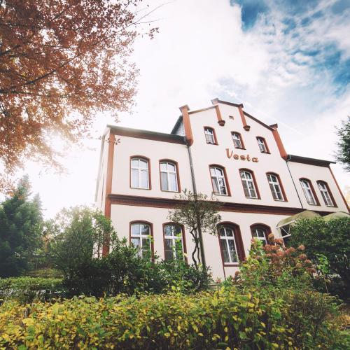 . Hotel - Pension Vesta