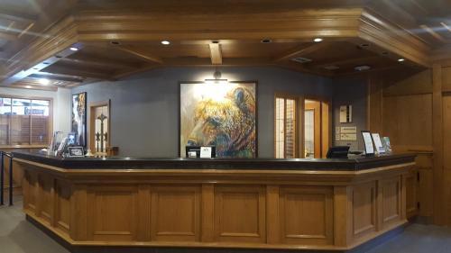 Whistler's Inn - Jasper, AB T0E 1E0
