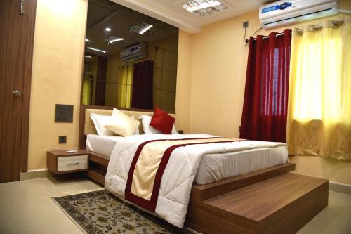 . Hotel M K Plaza