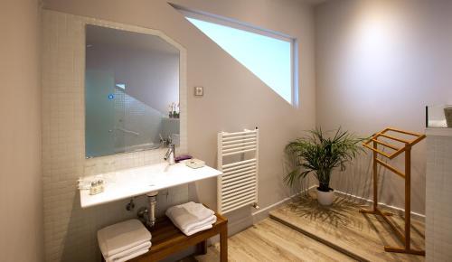 Suite mit Queensize-Bett und Whirlpool Luces del Poniente 1