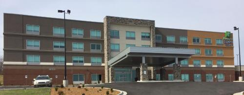 . Holiday Inn Express & Suites Danville