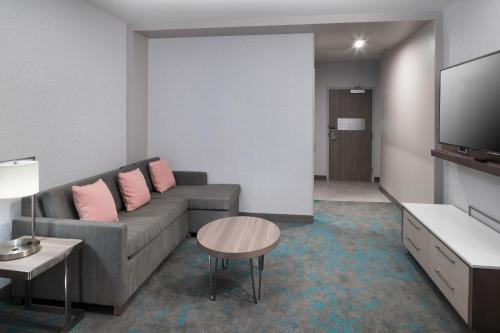 Courtyard by Marriott Houston Heights/I-10 - image 11