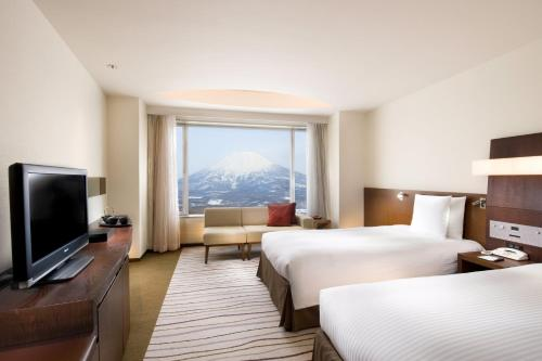 Deluxe Twin Room with Mount Yotei View