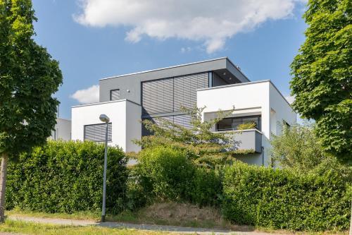""". BodenSEE Apartment Überlingen """"Bauhaus über der Stadt"""""""