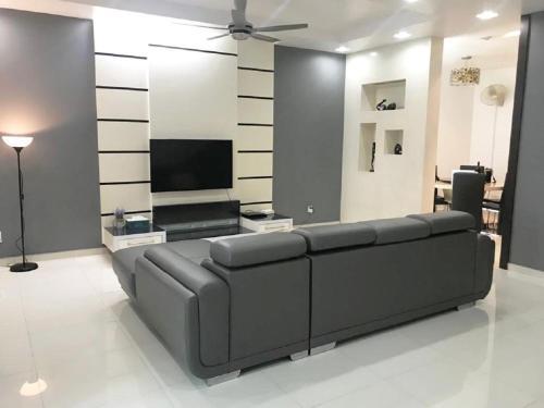 (SETIA TROPIKA) JB Landed 2 Sty House 4 Room 10 Pax, Johor Bahru