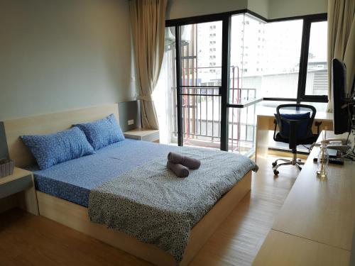 《StaycationBKK》Huai Khwang 辉煌 Best Location 好地点!!, Huai Kwang