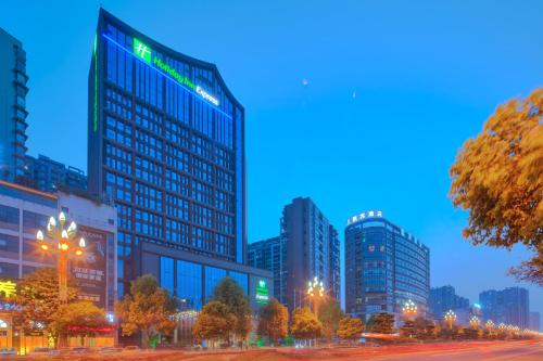 . Holiday Inn Express Leshan City Square, an IHG Hotel