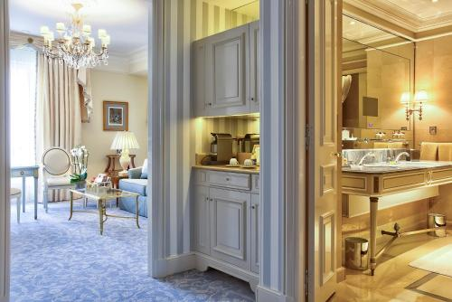 Four Seasons Hotel George V Paris photo 20
