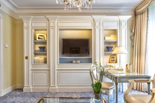 Four Seasons Hotel George V Paris photo 21