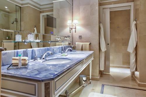 Four Seasons Hotel George V Paris photo 26
