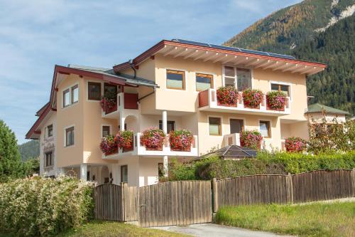 Haus Steinbock - Accommodation - Neustift im Stubaital