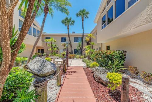 Quarterdeck Resort Condominiums, Sarasota