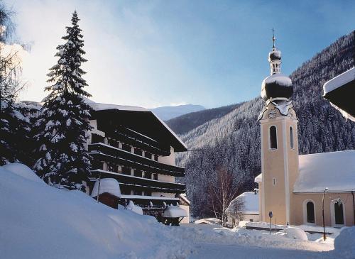 . Hotel Basur - Das Schihotel am Arlberg
