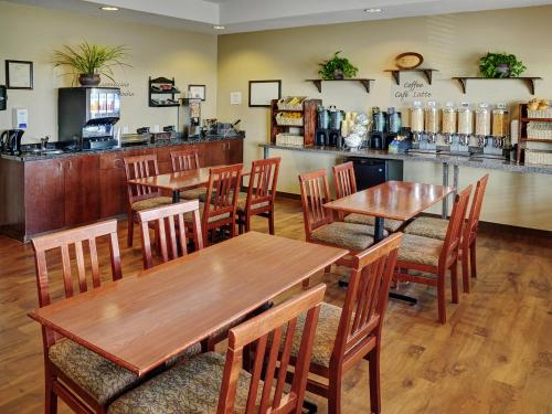 Lakeview Inns & Suites - Slave Lake - Slave Lake, AB T0G 2A3