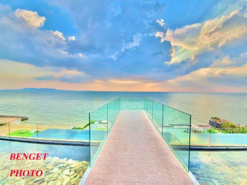 Stunning Panoramic Sea View from 28 floor Veranda Residence Stunning Panoramic Sea View from 28 floor Veranda Residence