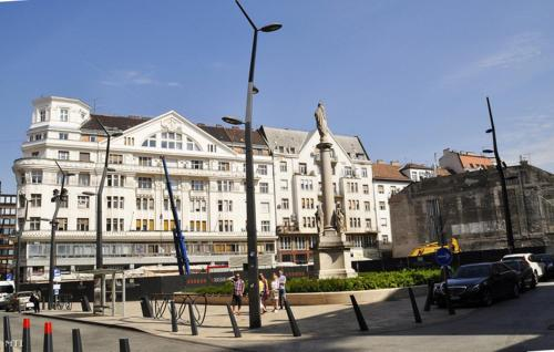 Comebackpackers, Pension in Budapest