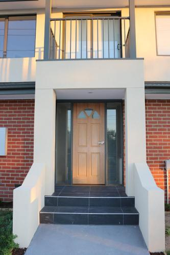 Silver House - Melbourne Airport Accommodation, Moonee Valley - West