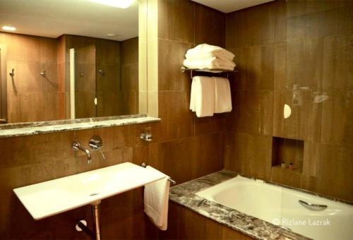 Hotel Des Arts Resort & Spa istabas fotogrāfijas