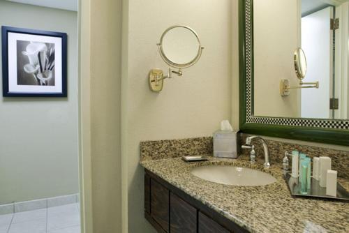 Hilton Orlando Lake Buena Vista - Disney Springs™ Area photo 11