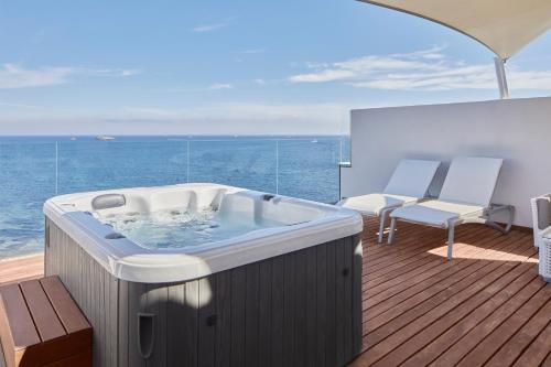 Suite Penthouse with Sea View and Hot Tub