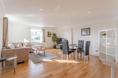 Comfortable 2 Bedroom Apartment By Earls Court
