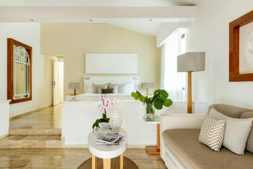 Paradisus Junior Suite (2 Adults + 2 Children)