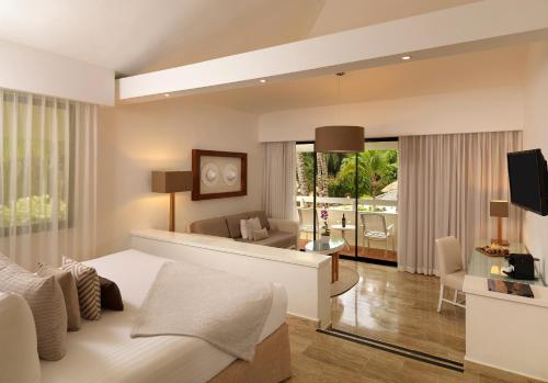 Paradisus Junior Suite (2 Adults + 1 Child)