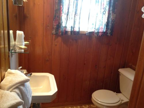 Ute Trail Motel - Hot Sulphur Springs, CO 80451