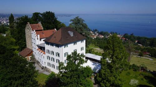 . Schloss Wartensee