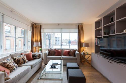 Bright 2 Bedroom Apartment Chelsea