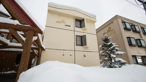 M Lodge