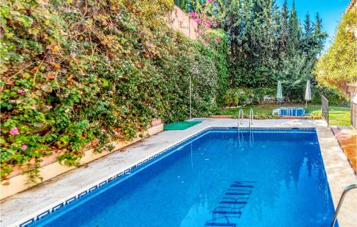Awesome home in Málaga w/ Outdoor swimming pool, WiFi and 7 Bedrooms - Hotel - Málaga
