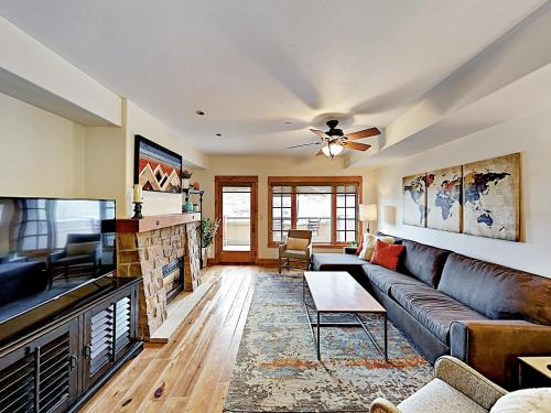 . Downtown Gem 2Br/2.5Ba Overlooking The Yampa River Condo