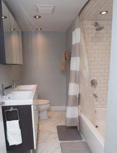 . NEWLY RENOVATED DESIGNER FURNITURE 2BR 2BA DUPLEX BROWNSTONE 1 BLOCK TO RITTENHOUSE!