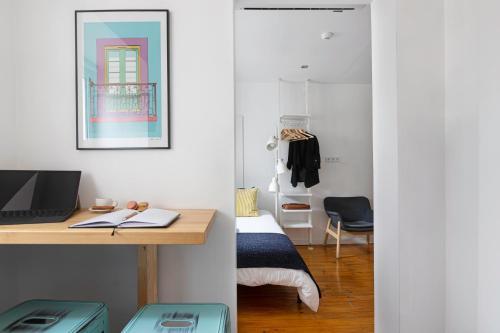 Bairro Alto Bronze of Art Apartments - image 10