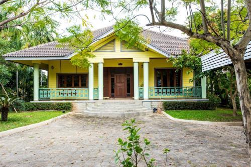16FAN* Quiet Villa near Maya Center 16FAN* Quiet Villa near Maya Center