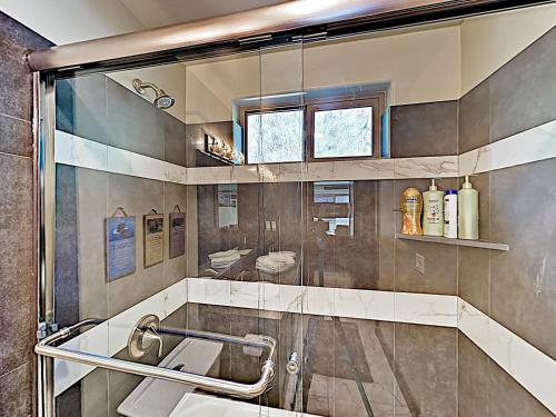 New Listing! New-Build Alpine Retreat W/ Hot Tub Home Main image 2