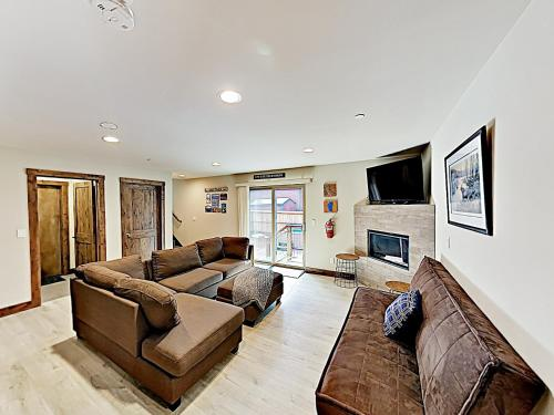 New Listing! New-Build Alpine Retreat W/ Hot Tub Home Main image 1