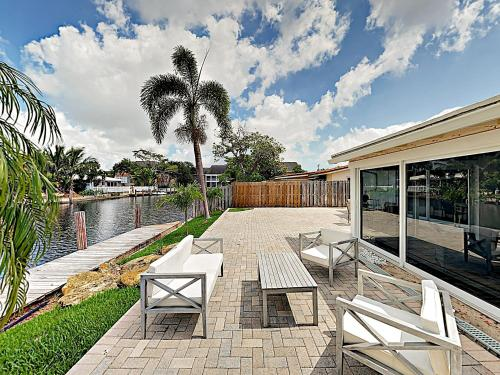 New Listing! Canal-Front With Private Pool & Hot Tub Home - image 5