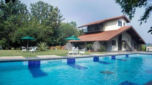 . Jungle Safari Resort & Holiday Villa
