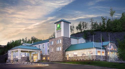 . Holiday Inn Express Houghton-Keweenaw