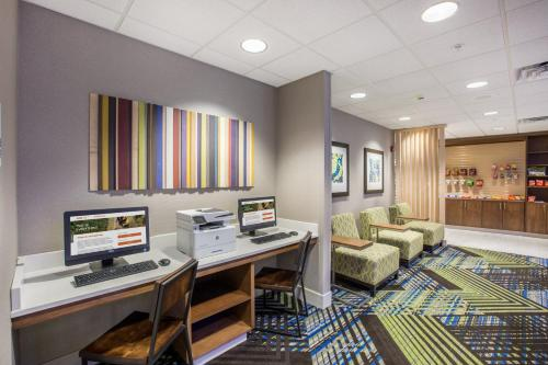 Holiday Inn Express Hastings - Hastings, NE NE 68901