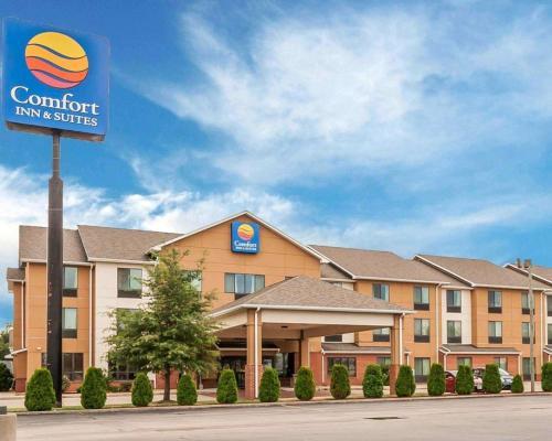 . Comfort Inn & Suites Sikeston I-55