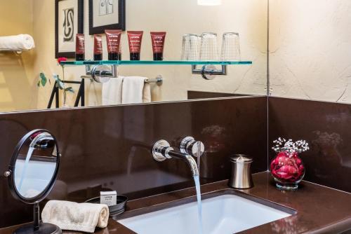Eden Vale Inn - Accommodation - Placerville