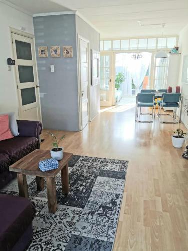 . Friendly ground floor with sunny garden